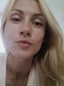 Anna,32-8