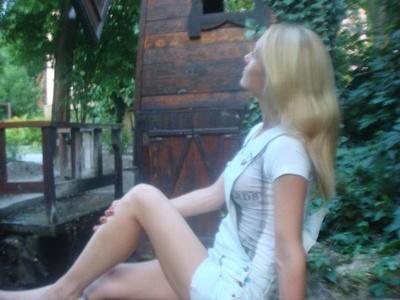 Anna,32-23