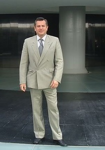 Javier,53-4
