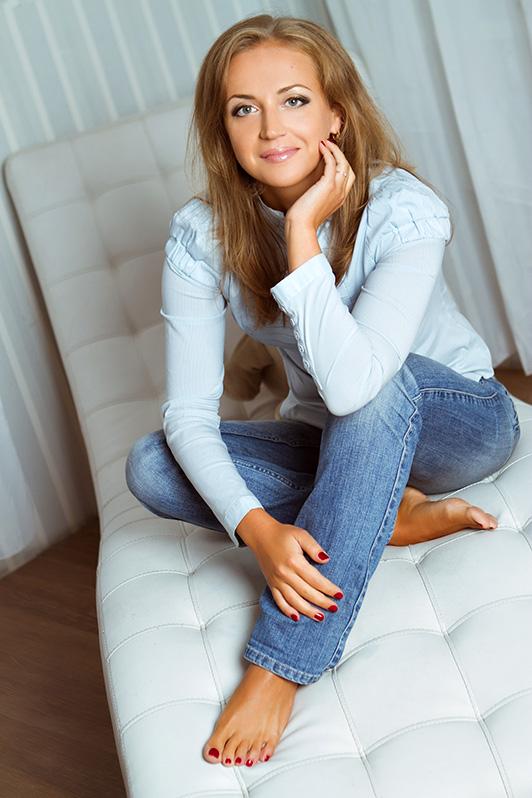 https://i.cuteonly.com/photos/23/12/29/beautiful-russian-woman-elena-1.jpg