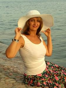 Tania,44-6