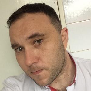 Gustavo,36-8
