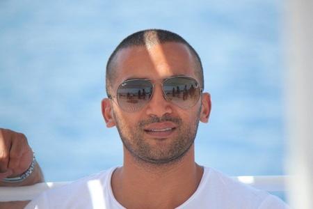 Hussein,33-2