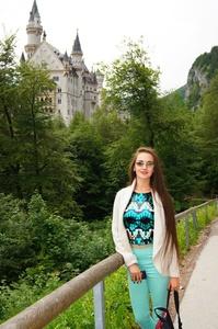 Anna,25-24