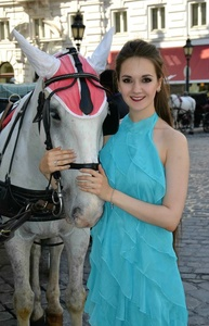 Anna,25-34
