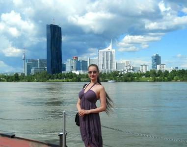 Anna,25-35
