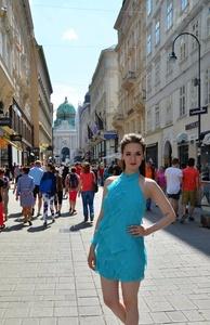 Anna,25-37