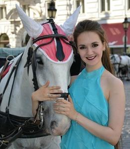 Anna,25-32