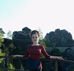 Anna,25-50
