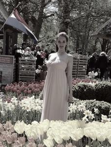 Anna,25-65