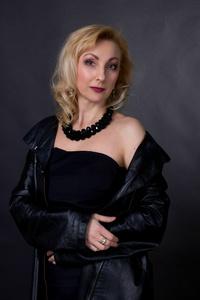Elena,46-8