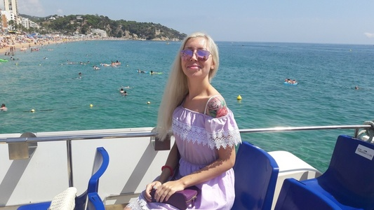 Alexandra,25-3