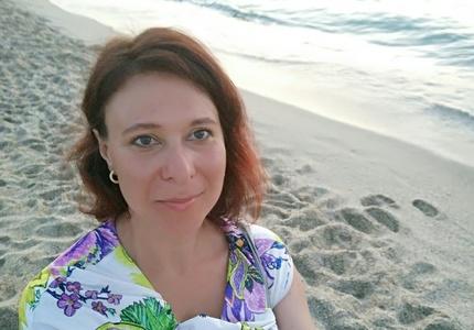 Anna,44-7