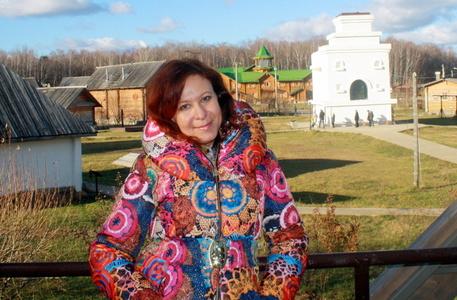 Anna,44-3