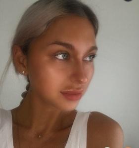 Alina,32-5