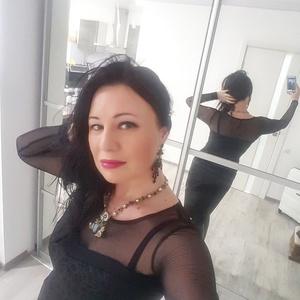 Elena,46-5