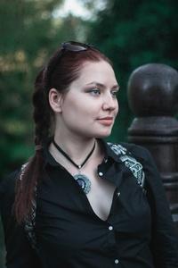 Anna,30-8