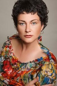 Elena,41-33