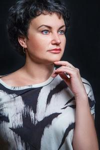 Elena,41-28