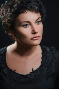 Elena,41-30