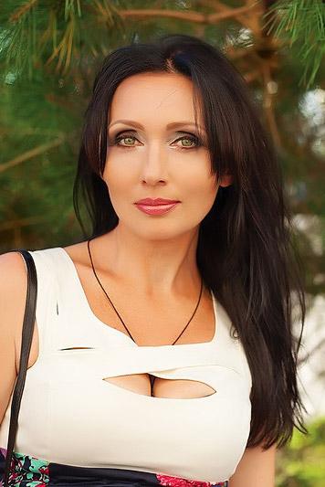 Larisa, 45