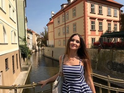Anna,33-8