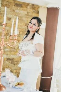 Alina,33-12