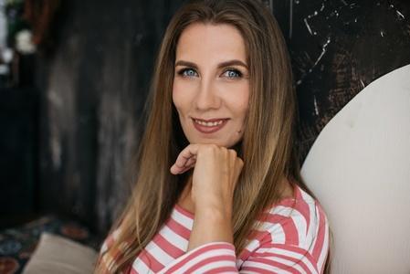 Elena,43-3