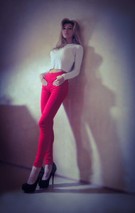 Elena,28-4