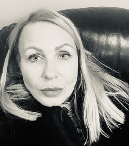 Valentina,53-7