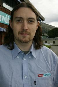 Tom,48-3